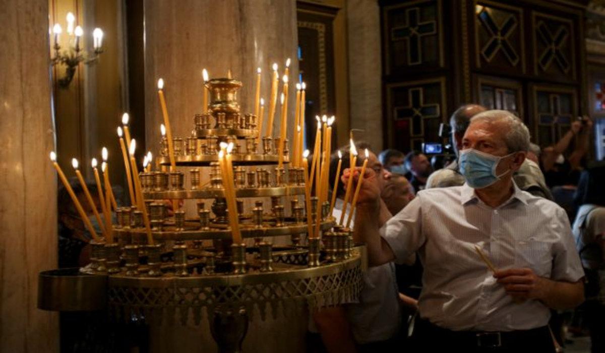 Φθιώτιδα: «Πιστή» χωρίς μάσκα σε εκκλησία επιτέθηκε στους αστυνομικούς -  larissanet.gr