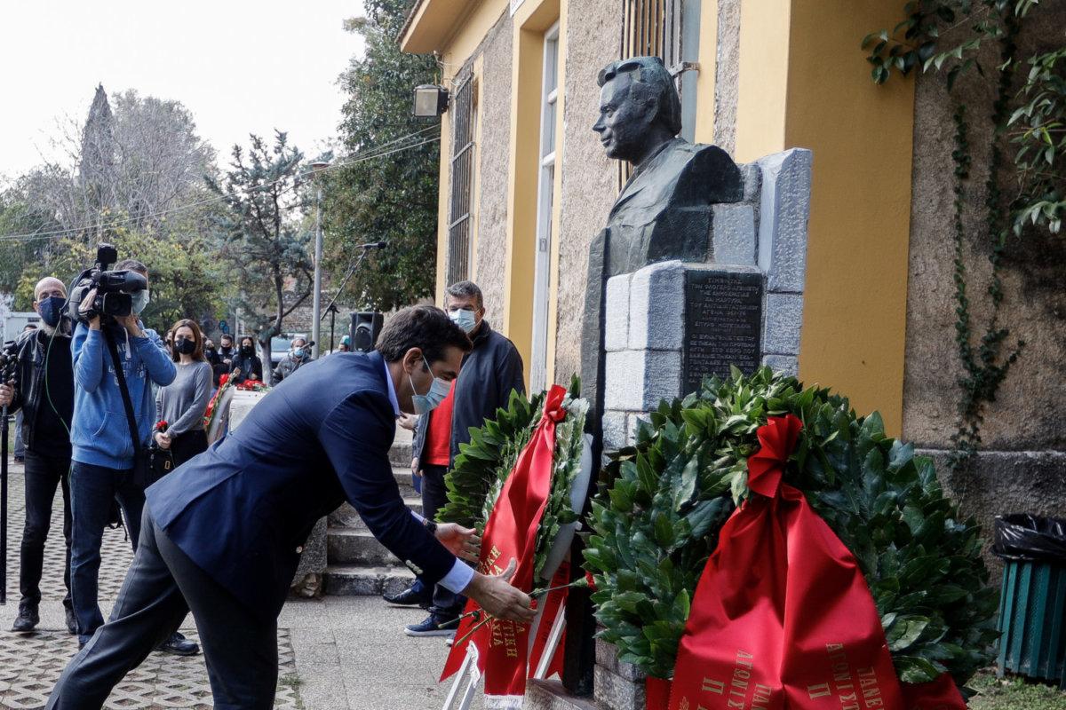 Στον ιστορικό χώρο του ΕΑΤ-ΕΣΑ κατάθεσε στεφάνι ο Αλέξης Τσίπρας -  larissanet.gr